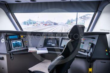 Förarhytt på ett modernt tåg / Driver's cab in a modern...