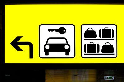 Hinweisschild Parkplatz und Gep?ck | Sign parking and...