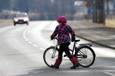 cyklist över väg