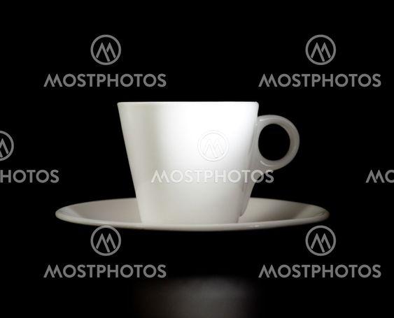 Valkoinen cup musta