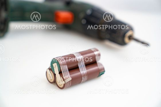 Replacing battery pack in screwdriver with new ones....
