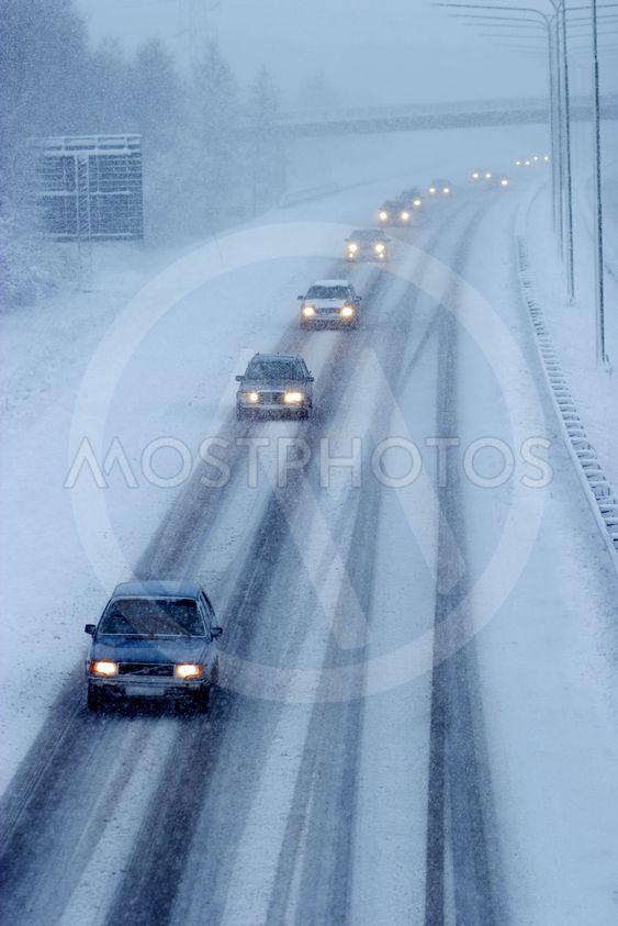 Snöoväder på motorväg