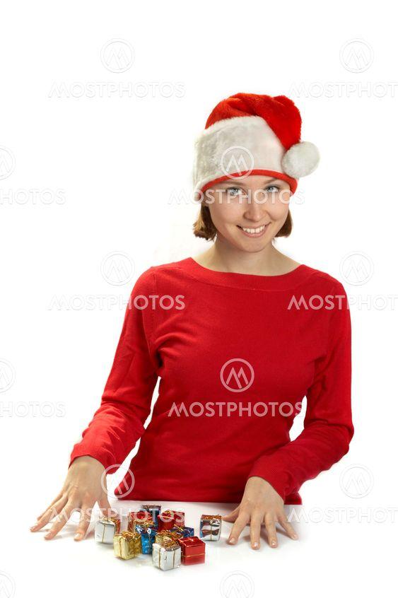 Den unga kvinnan i en Santa cap