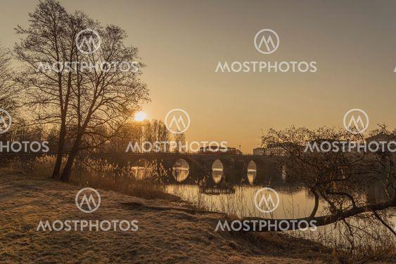 Sola skiner i Karlstad