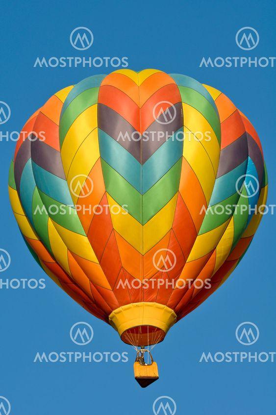 Varmluftsballon i luften