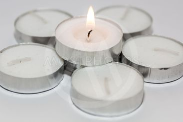 Round Candle lights arranged