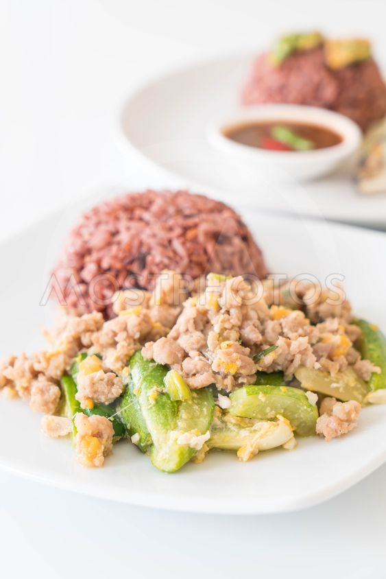 stir-fried cucumber, egg and mince with berry rice