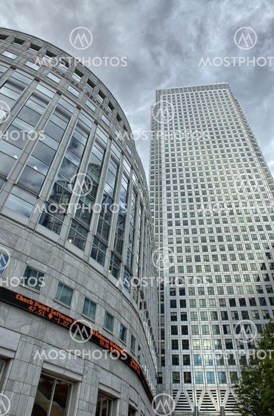 Canary Wharf finansiella distriktet byggnader i London.