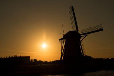 Siluet of dutch windmill (Kinderdijk) in sunset