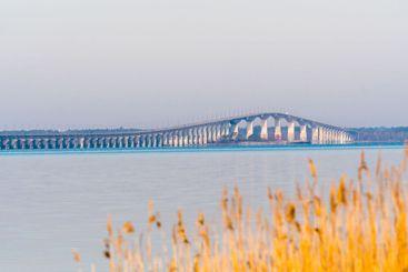 Ölandsbron i tidig morgonsol