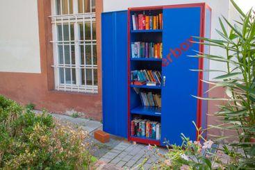 Public bookshelf in Germany