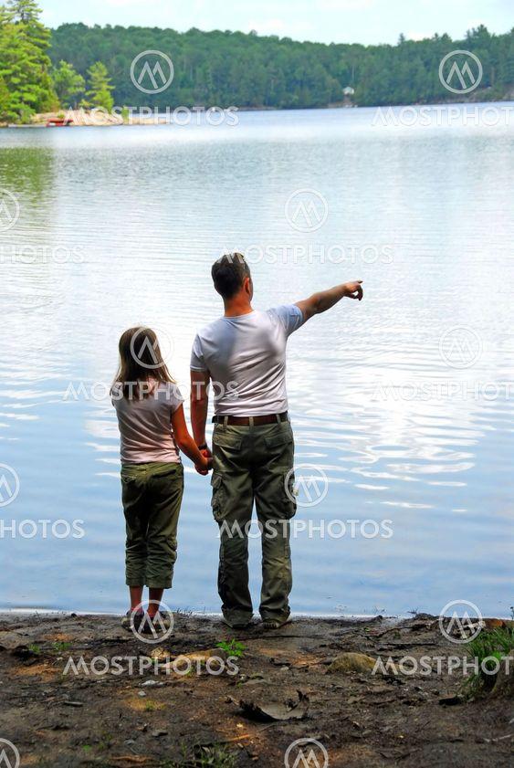 Isä tytär järven
