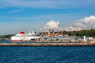 Bilfärja Destination Gotland i Visby hamn.