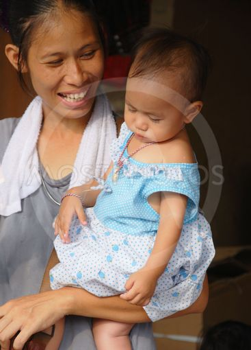 Unknown mother with child at Chatuchak market