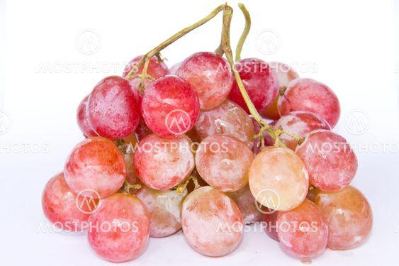 punainen viinirypäle eristetty valkoisella pohjalla