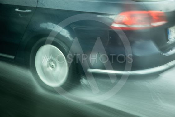 bilkörning i ösregn