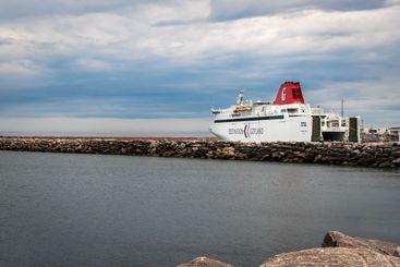 Bilfärja destination gotland i hamn i Visby.