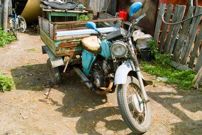 Three-wheeled motorcycle