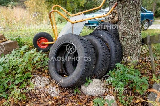 Gamla begagnade däck