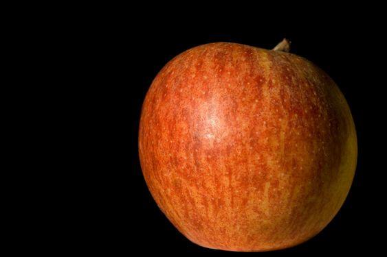 Apple mustalla