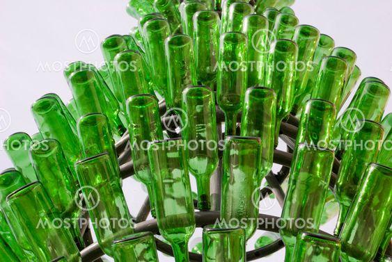 Skulptur, lavet af grønne glasflasker