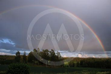 Regnbåge sent på midsommaraftons kväll 2019  (Sweden)