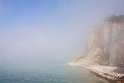 france, normandie, criqueboeuf-en-caux : falaise dans la...