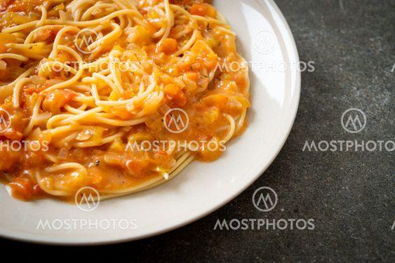 spaghetti pasta with creamy tomato sauce