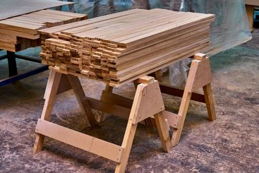 Solid ok boards for edge-glued wood panels in workshop