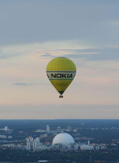 Air balloon over The Globe
