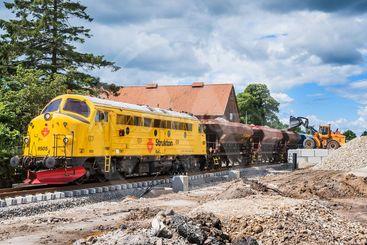 Tåg lastas med makadam