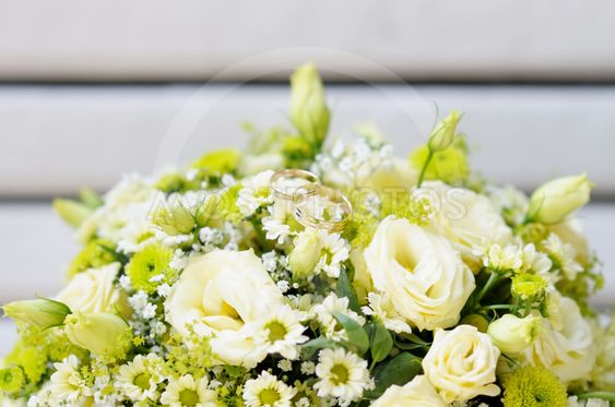 Wedding bouquet with two wedding rings