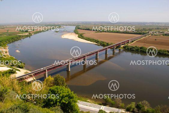 Tejo-dalen med bridge, Portugal