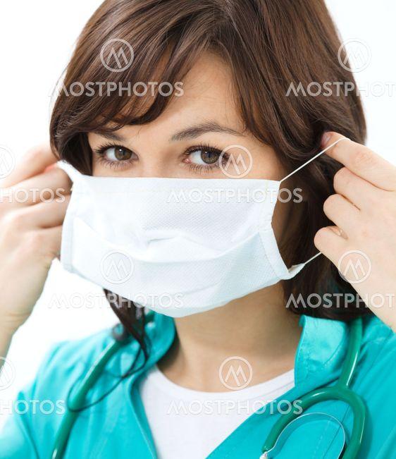 Porträtt av en kvinna som bär läkare enhetliga
