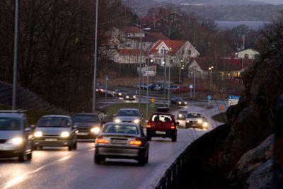 Morning traffic on Hjuviksvägen
