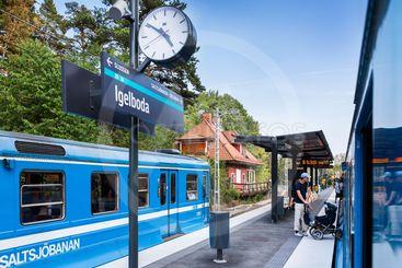 Tåg i Igelboda på Saltsjöbanan i Stockholm