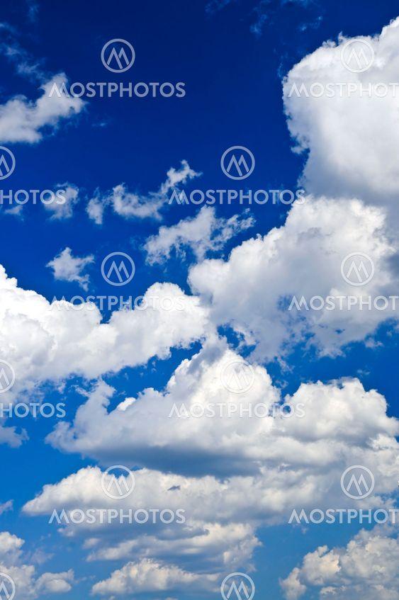 Blue sky med vita moln