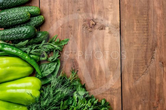The green vegetables on wooden table