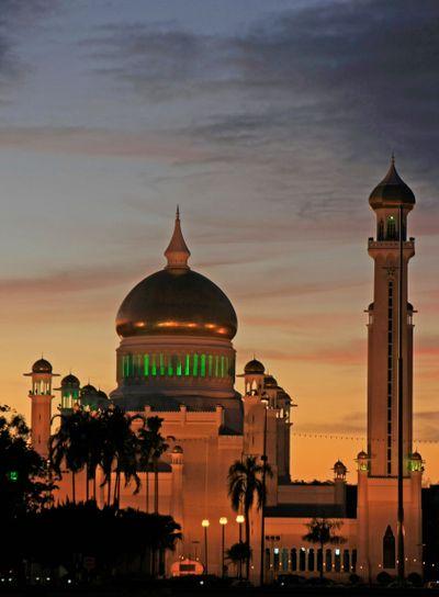 Silhouette of Sultan Omar Ali Saifudding Mosque at...