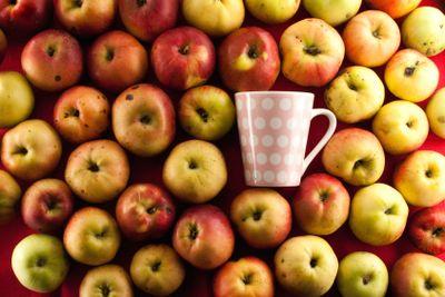 apple and teacup