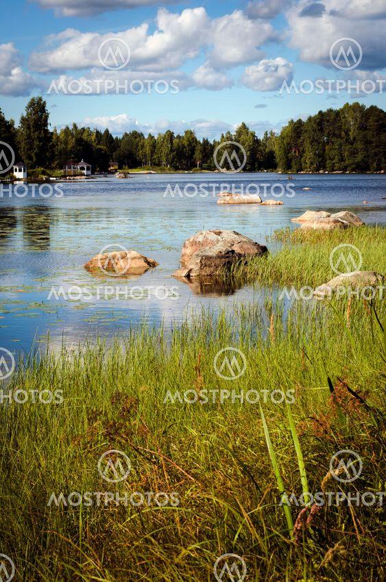 Sensommardag vid sjö i Dalarna