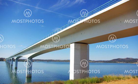 Bro ved Alqueva søen.