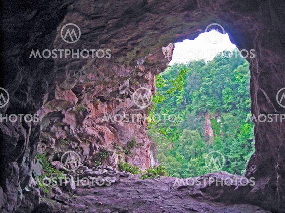Poistumistullitoimipaikan luola