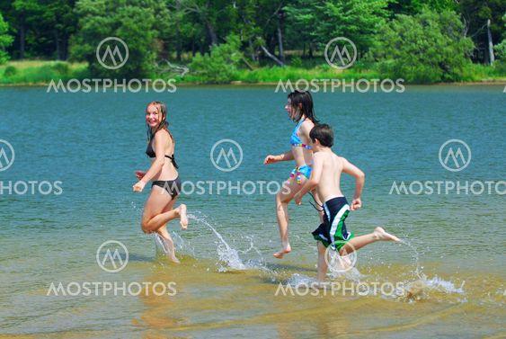 Barn i vatten