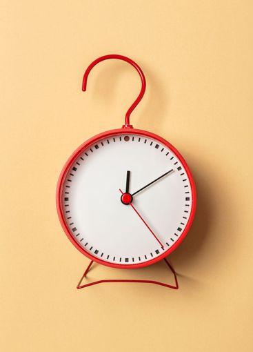 minimalistic shelf clock