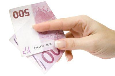 Paying 500 Euro