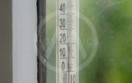 Window liquid alcohol thermometer