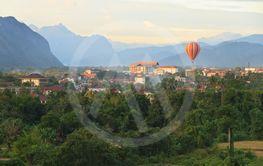 Balloon over Song river in Vangvieng