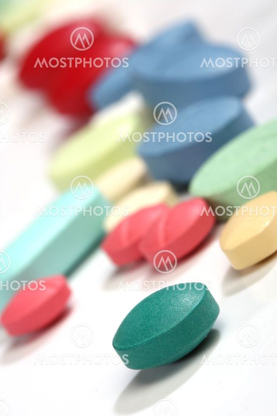 Gruppe af farverige medicin piller