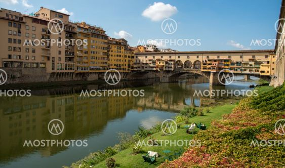 People resting at the riverside and Ponte Vecchio...